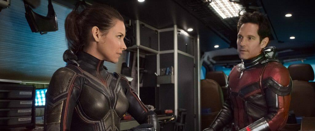 Ant-Man (Paul Rudd) bekommt Hilfe von The Wasp (Evangeline Lilly)