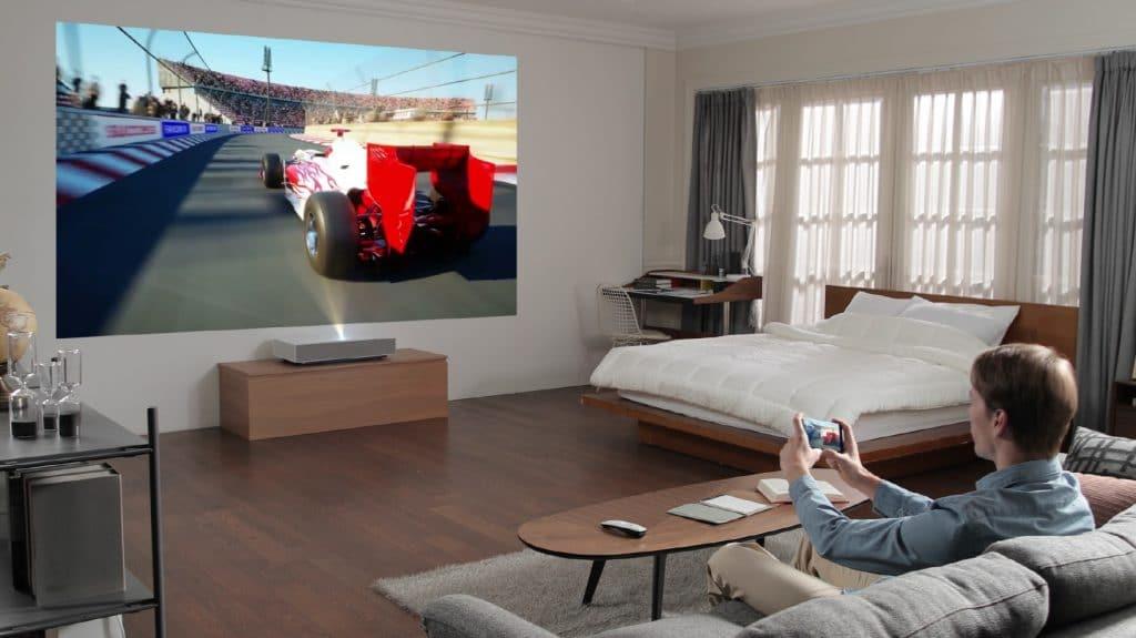 Der Cinebeam 4K Laser Projektor unterstützt anscheinend auch Screen-Mirroring von Smartphones und Tablets
