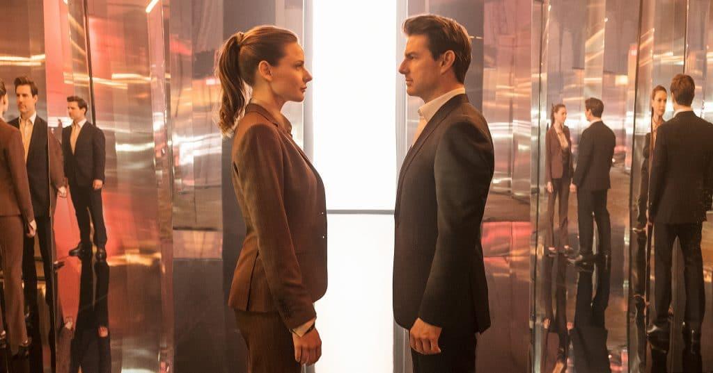 Lisa Faust (Rebecca Ferguson) und Ethan Hunt (Tom Cruise) inspizieren sich ganz genau