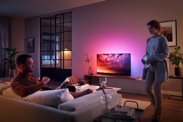 Philips präsentiert sein 2019 TV-Lineup. Abgebildet: OLED854 mit Ambilight und Dolby Vision