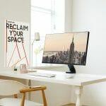 Der Samsung Space Monitor lässt sich mit so ziemlich jedem Schreibtisch kombinieren