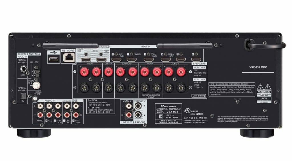 Anschlüsse des VSX-934 mit allen wichtigen Anschlüssen. Neben 6 HDMI-Eingängen gibt es im 2019-Modell auch zwei Ausgänge