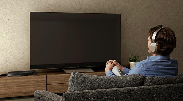 Der UBP-X800M2 4K Blu-ray Player lässt sich via Bluetooth auch mit kabellosen Kopfhörern verbinden