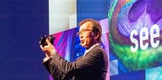 Yosuke Matsunaga präsentiert die neue Lumix FZ1000 Mark II