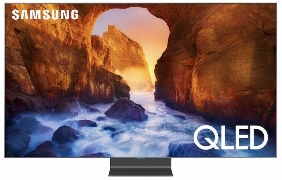 Der neue Standfuß des Q90 QLED-TV fällt sofort ins Auge