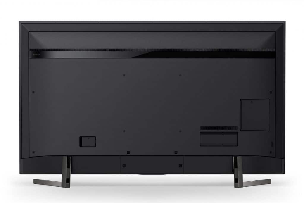 Auch die Rückseite der XG95 Modelle kann sich sehen lassen. Die Anschlüsse befinden sich allesamt direkt am Gerät