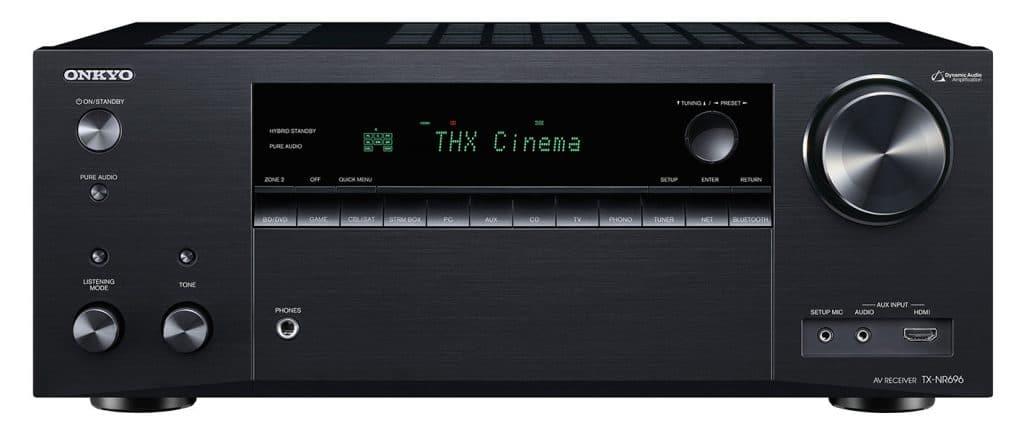 Einfaches jedoch ansprechendes Design. Der TX-NR696 in der schwarzen Ausführung