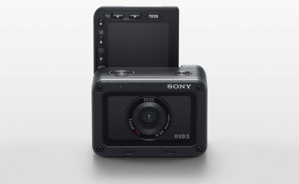 Sony RX0 II mit aufgeklappten LC-Display - Ready for Selfie!