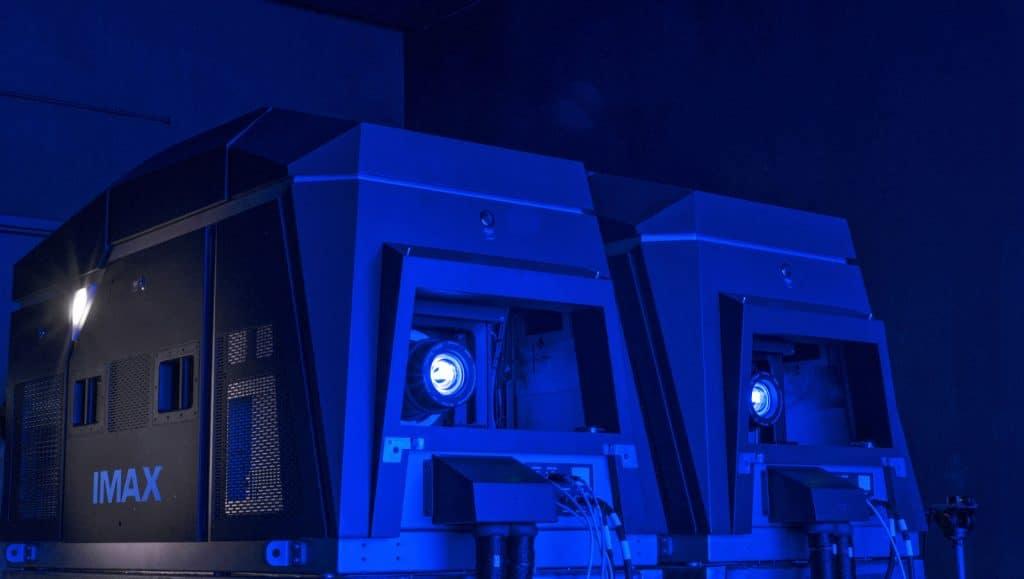 Im größten IMAX-Kino der Welt kommt natürlich die erprobte Dual-DLP-Laster-Technologie zum Einsatz! Diese sorgt für mehr Helligkeit und soll sogar in der Lage sein den kompletten REC.2020 Farbraum abzubilden.