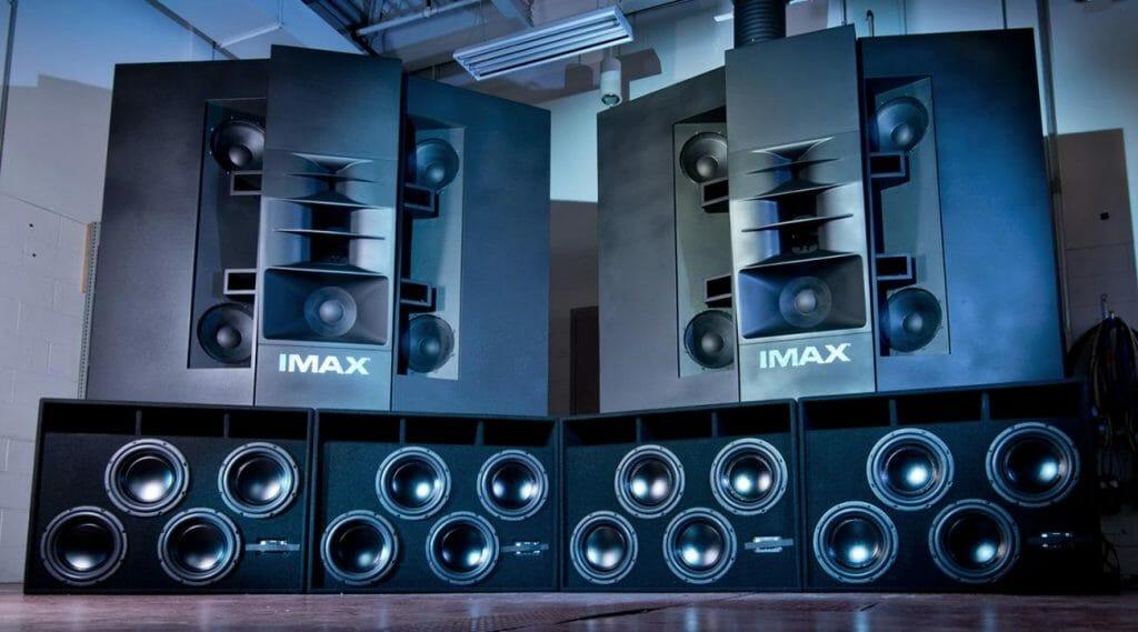 Ruhestörung Inklusive. Das IMAX Soundsystem sorgt nicht nur hinter der Leinwand, sondern auch über den Köpfen der Zuschauer für präzisen, kraftvollen Sound