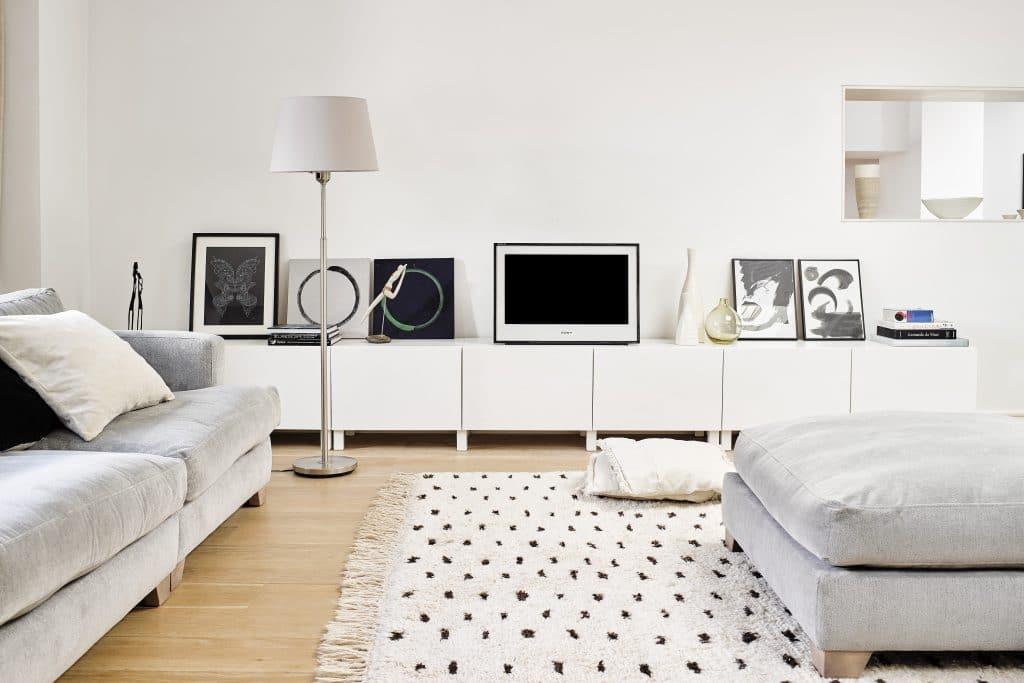In den 2000ern zogen die ersten Flachen TV-Geräte in unsere Wohnzimmer ein