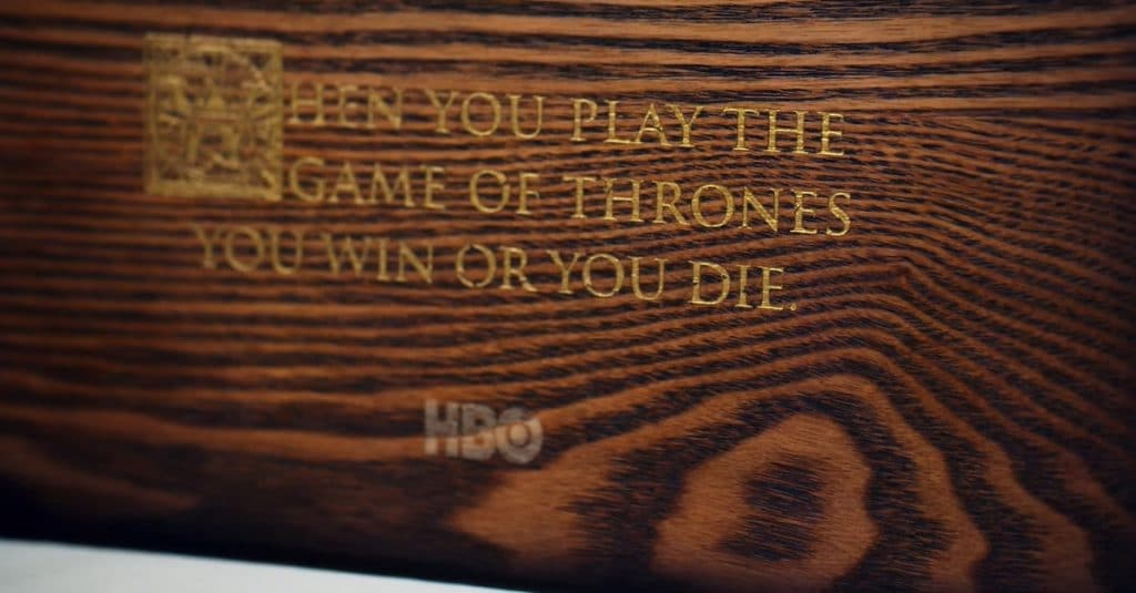 "Auf der Rückseite der Box steht das bekannte Zitat:""When you play the Game of Thrones, you win or you die"""