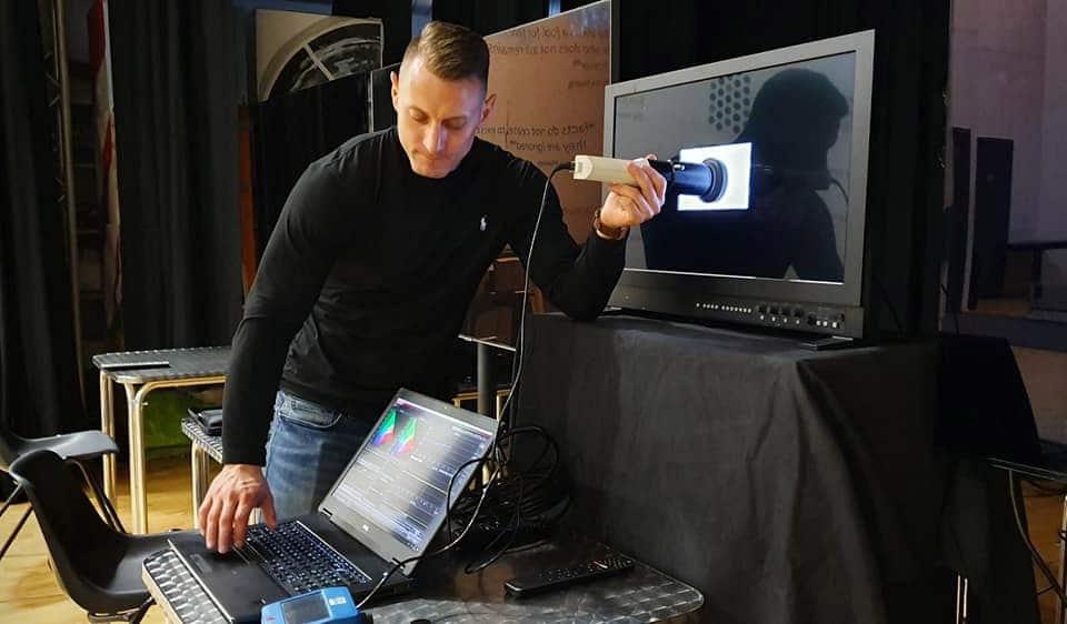 Vor dem Test wurde der Referenz-Monitor von Sony und die Testgeräte professionell kalibriert || Bild 8mile13 - avsforum.com
