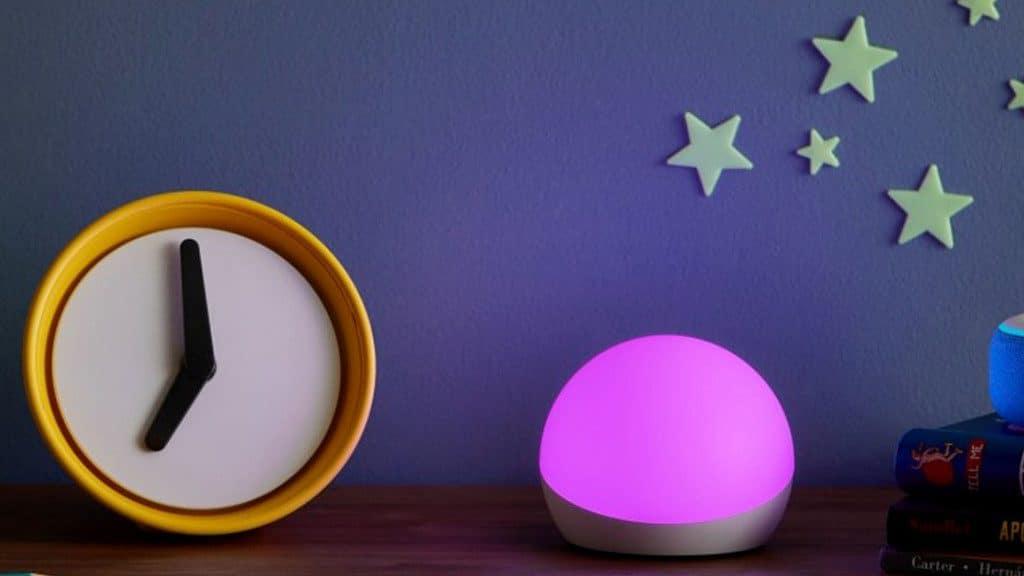 Die smarte Echo Glow Beleuchtung kann auch als Nachtlicht eingesetzt werden
