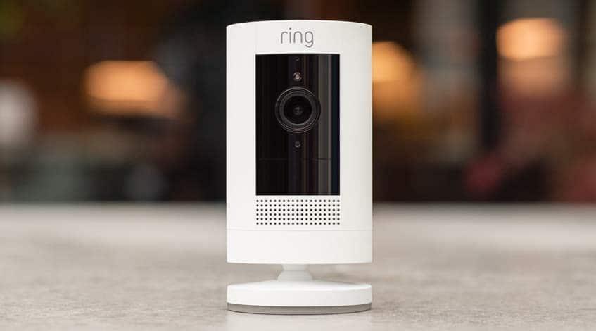 Gehört nicht zur Echo-Familie, ist aber eine interessante Addition: Ring Stick Up Überwachungskamera mit Batterie