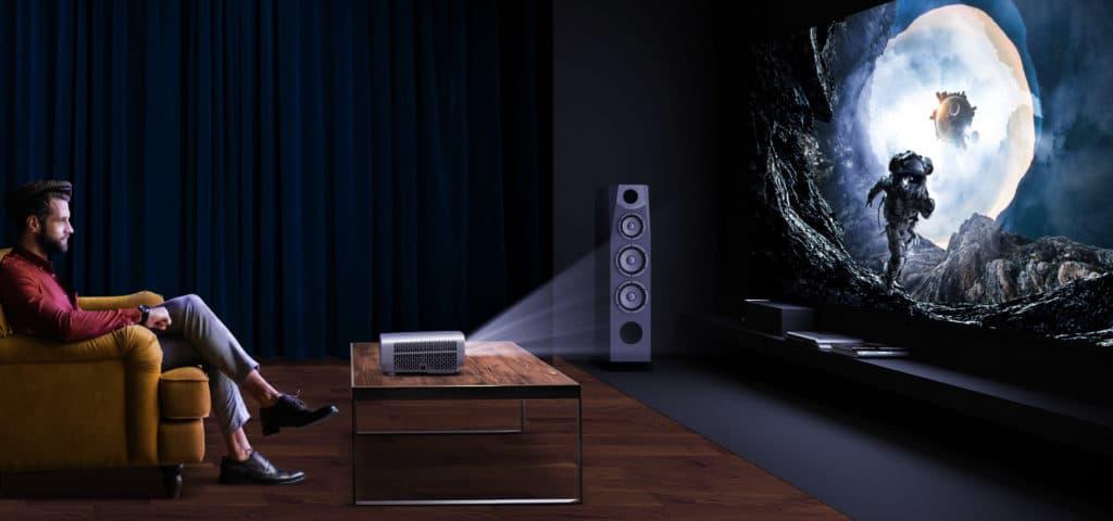 Im hohen Lampenmodus dürfte die Geräuschentwicklung aus dieser Entfernung sich negativ auf das Seherlebnis auswirken
