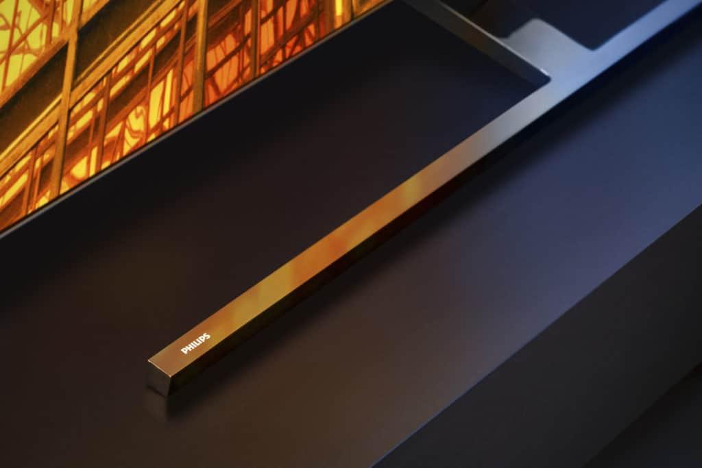 Der OLED855 unterscheidet sich vom OLED805 durch seinen T-Standfuß