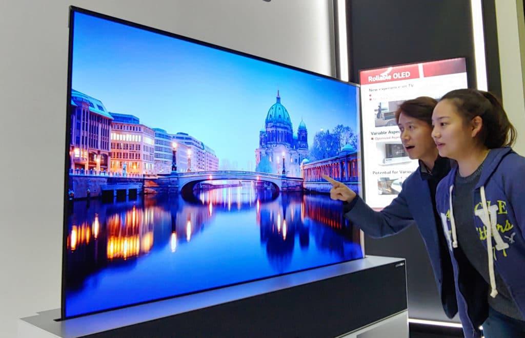 Mit den flexiblen, aufrollbaren OLED TVs sorgte LG Display für aufsehen