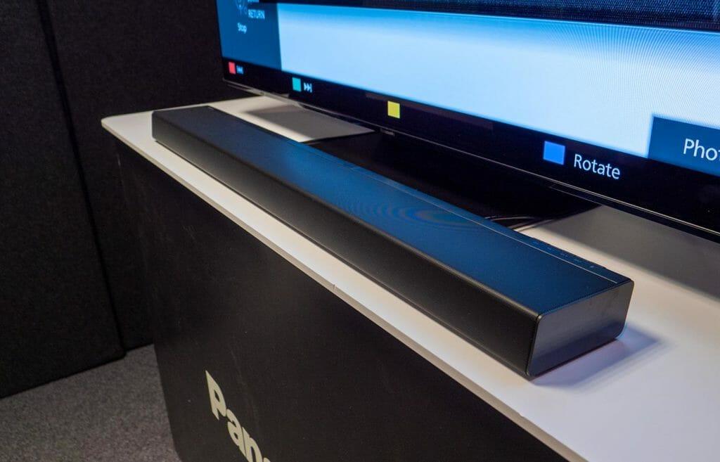 Die neue SC-HTB400 Soundbar mit integrierten Subwoofern