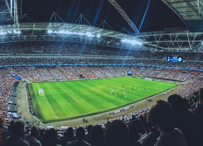Dem Fußball drohen unzählige Geisterspiele. Sind Übertragungen im Free-TV die Lösung?