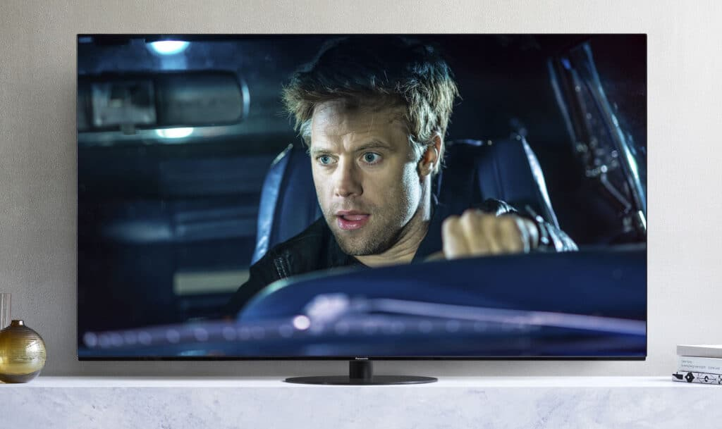 Panasonic-TV-HZW1004