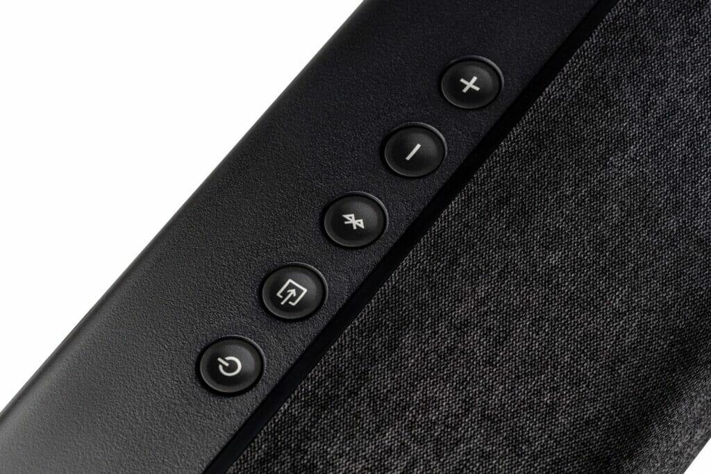 Bedienelemente finden sich auch direkt auf der Oberseite der Signa S3 Soundbar