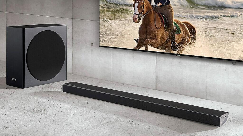 Schickes und funktionales Design: Die Samsung HW-Q70R Soundbar samt Subwoofer