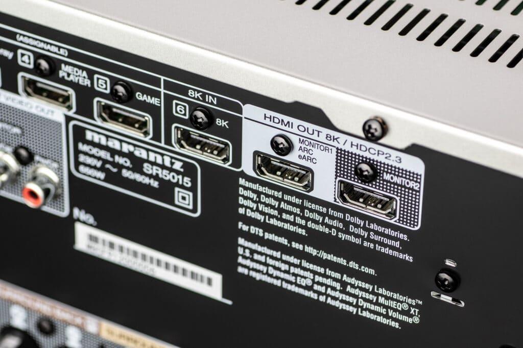 Der SR5015 hat einen HDMI 2.1 Eingang sowie zwei Ausgänge für 4K/120p und 8K/60p Signale