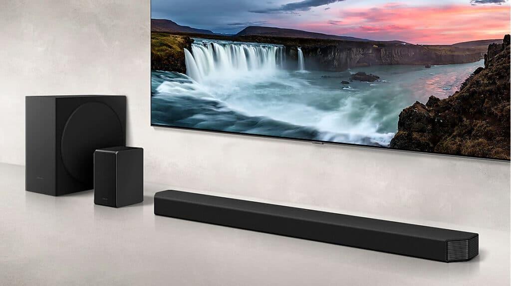 Die Premium-Soundbar HW-Q950T inkl. Subwoofer, Rear-Lautsprechern und Smart-Remote
