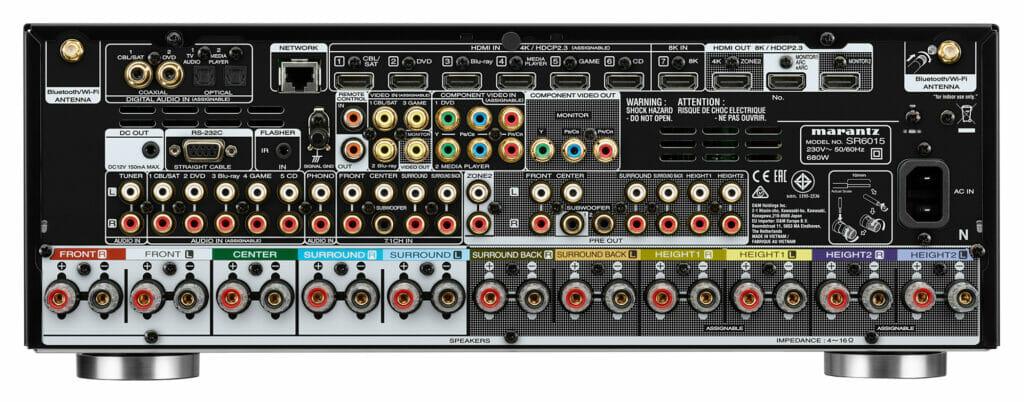 Der SR6015 geizt nicht mit Anschlussmöglichkeiten inkl. 7 HDMI Eingängen (1x HDMI 2.1) und drei HDMI-Ausgängen (2x HDMI 2.1)