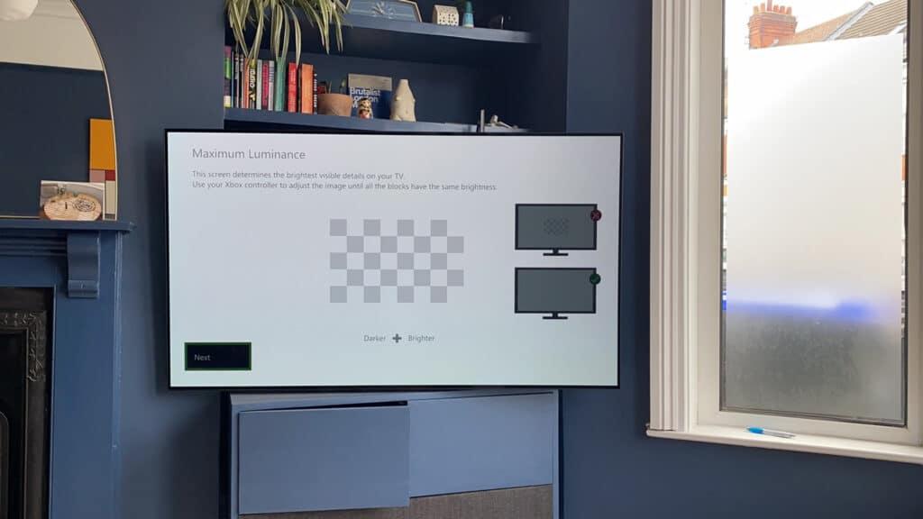 Über ein Schachbrett (Checkerboard) wird die HDR-Kalibrierung an der Xbox vorgenommen