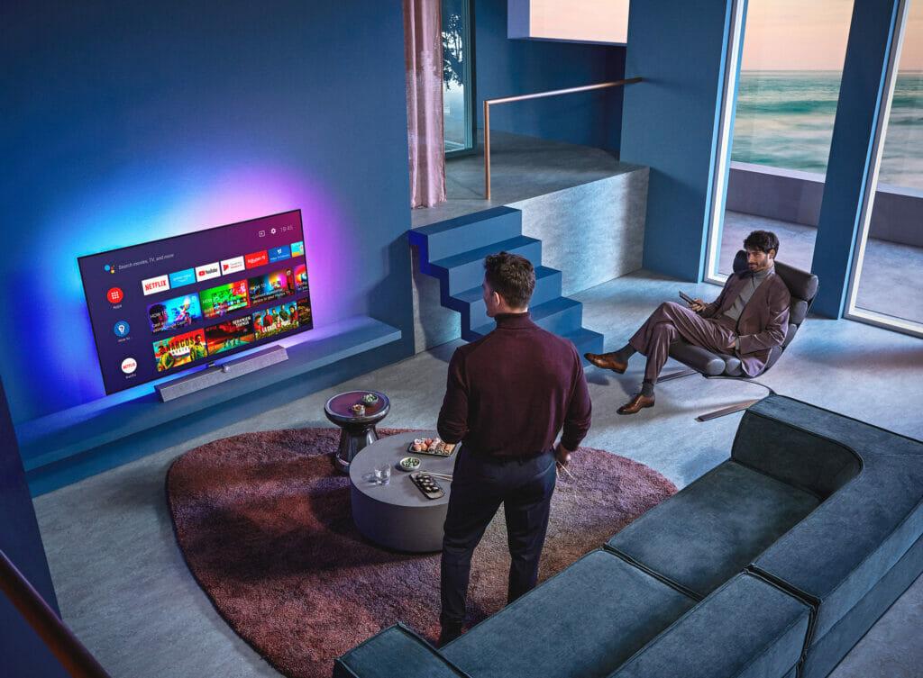 """Das 4-seitige Ambilight des OLED935 erweitert das """"Seherlebnis"""" deutlich, vor allem bei einer Wandmontage des 4K OLED"""
