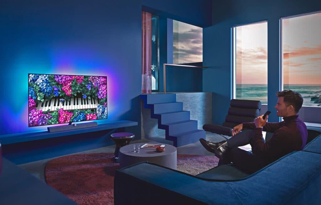 Der smarte TV OLED+935 unterstützt nicht nur Sprachassistenten, sondern verbessert auch die Bildqualität dank neuem KI-Chip