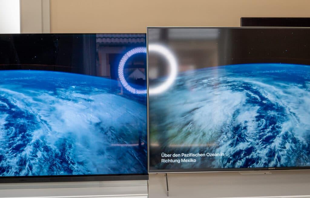 Verlgeich: Auf den ersten Blick ist das matte Display des Sony XH90 LCD (rechts) angenehmer, im direkten Vergleich mit dem LG OLED E9 (links) fällt jedoch auf, das weitaus mehr Licht zurückgeworfen (reflektiert) wird
