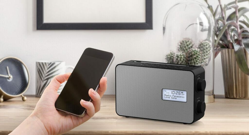 Musik, Podcasts oder Sprachnachrichten unkompliziert via Bluetooth auf dem Panasonic Digitalradio wiedergeben!