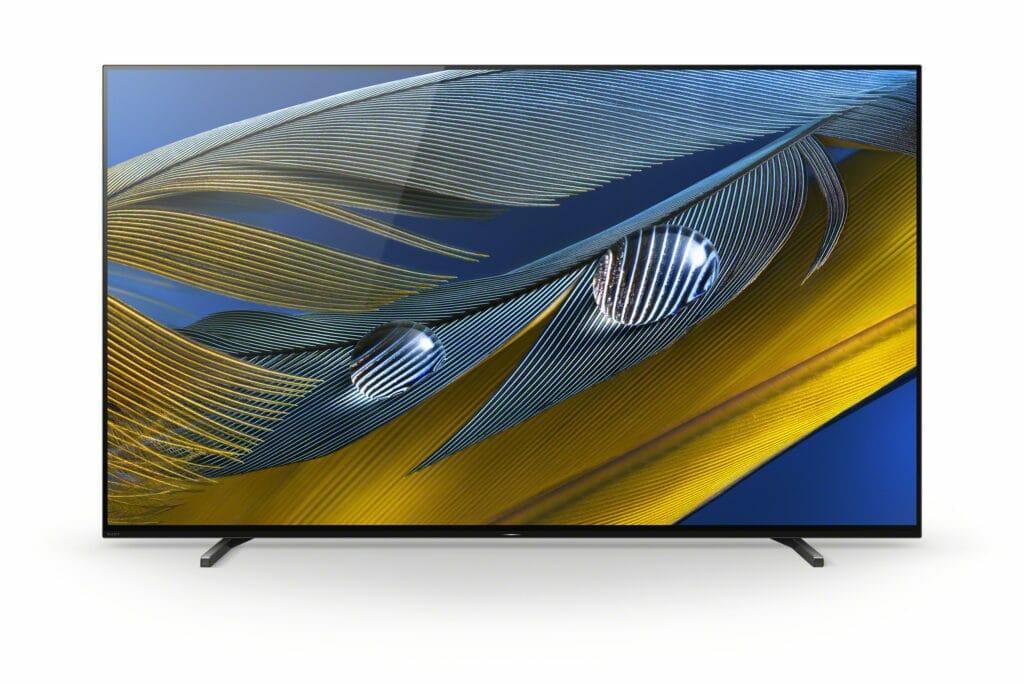 Die Standfüße des Sony A80J (hier die 65 Zoll Variante) können in drei Positionen am TV befestigt werden.