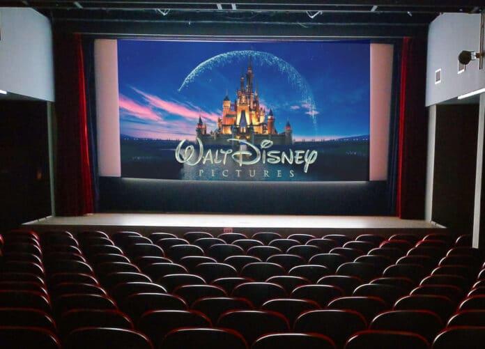 Möchte Disney das exklusive Kinofenster kürzen? Bild: © Disney   Montage