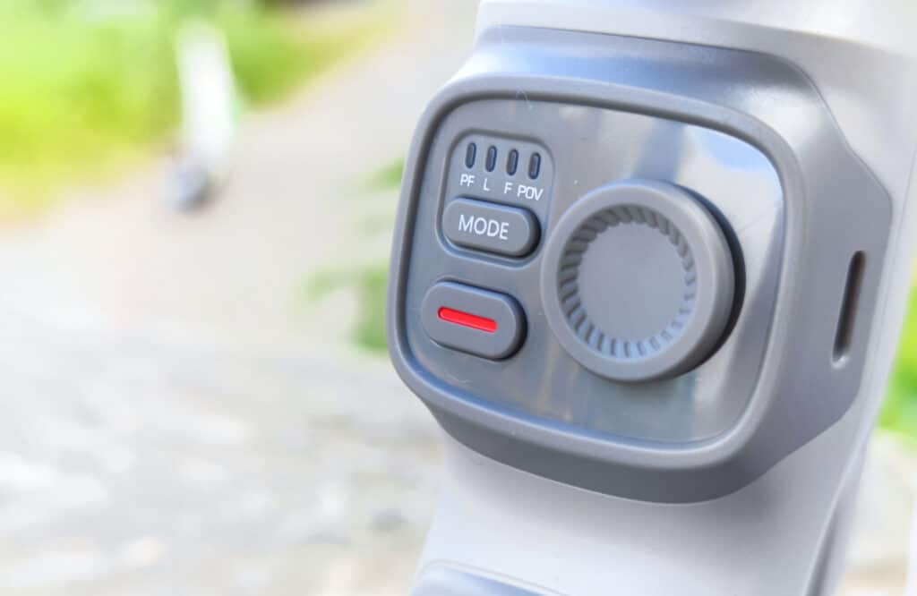 Die wichtigsten Buttons sitzen an der Vorderseite.