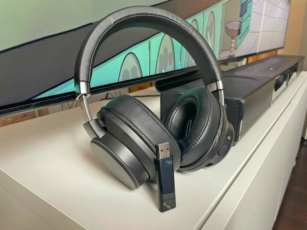 Die Creative SXFI Theater Kopfhörer ermöglichen eine drahtlose Übertragung inkl. X-Fi Surround-Holografie
