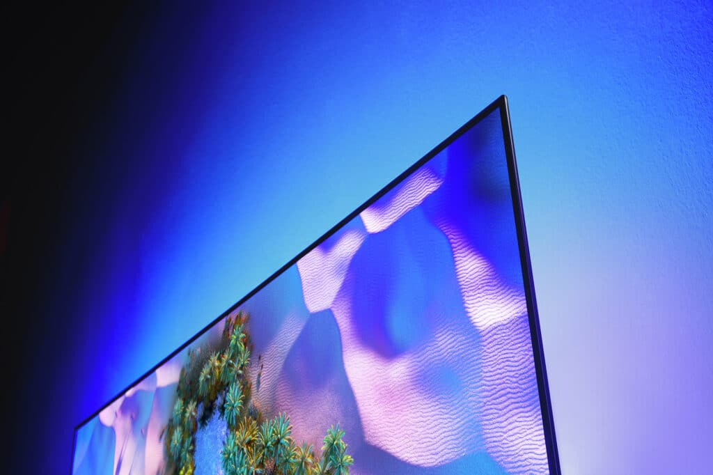 Der OLED936 hat ein schlankes und leuchtstarkes OLED Evo-Panel verbaut