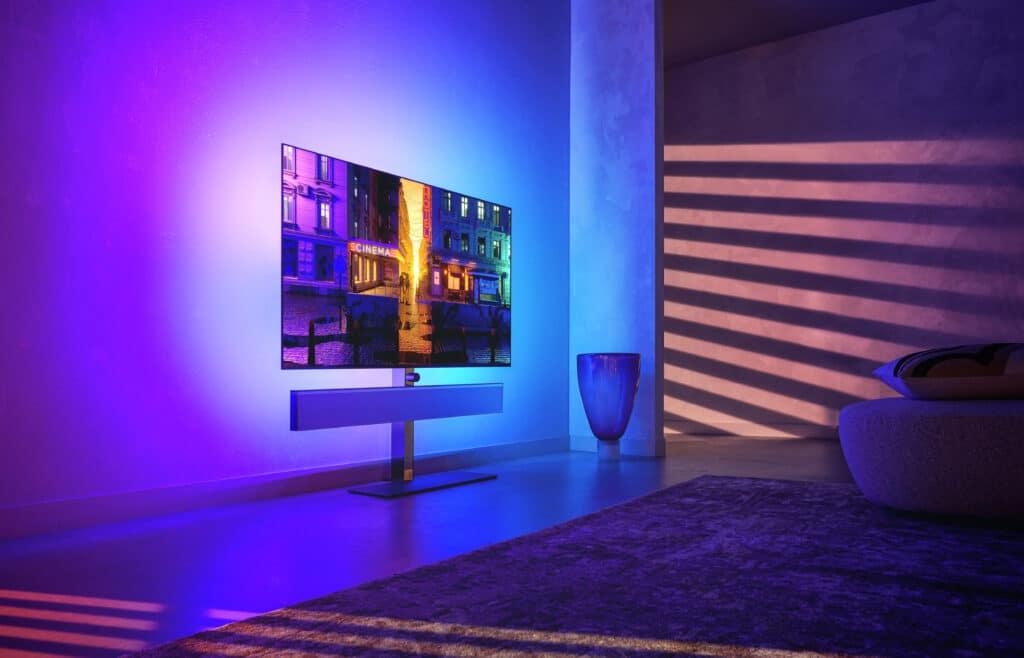 Egal ob mit Standfuß oder als Wandinstallation: Der Philips OLED+986 macht ganz schön etwas her