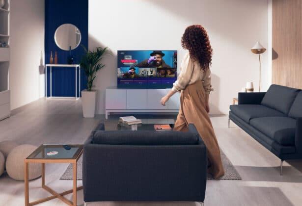 Der Sky Glass erkennt Bewegungen im Raum und schaltet sich automatisch an