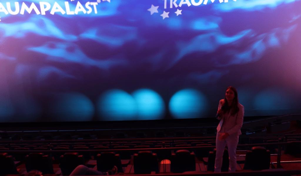 IMAX Direktorin für Theatre Development Allie P. Bernacchi