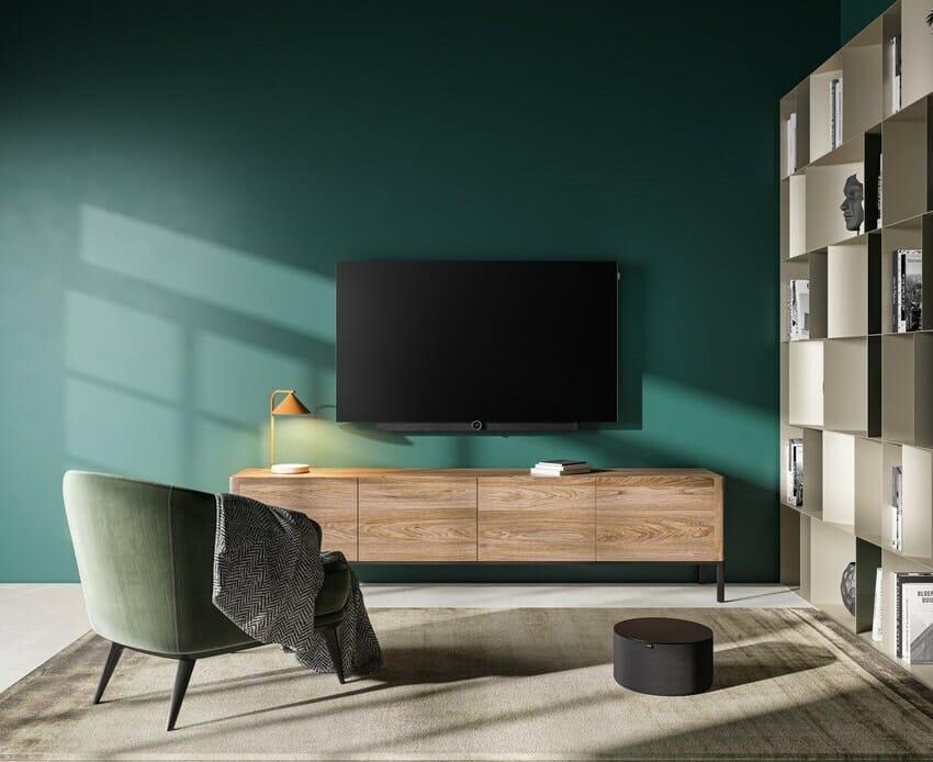 """Der Loewe bild i 4K OLED TV mit integrierter """"klang bar i""""-Soundlösung (unterhalb des Displays) und dem """"sub5"""" Subwoofer"""
