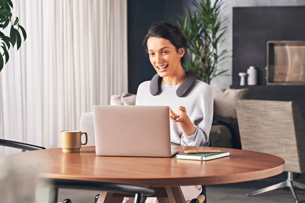 Der SRS-NS7 ist dank integriertem Mikrofon eine optimale Ergänzung für Home Office und Büro