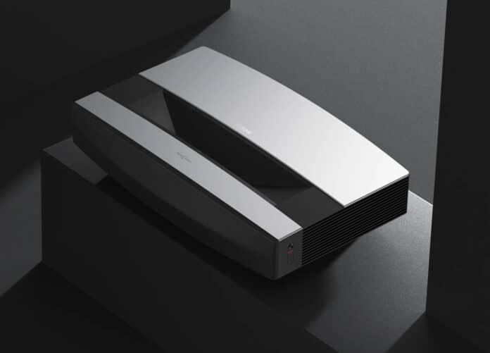 Der XGIMI AURA präsentiert sich als 4K-Kurzdistanz-Projektor mit Laser-Lichtquelle